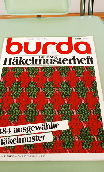 BURDA GROSSES HAKELMUSTERHELF ROK 1982 (M.N)